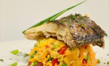 Baltā zivs ar rīsiem un dārzeņiem