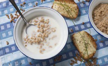 Piena makaronu zupa un maizītes