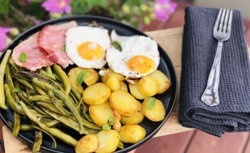 Cepti kartupeļi ar šķiņķi un olu